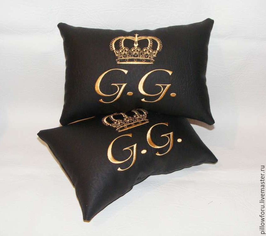 Подушки с вышивкой короны