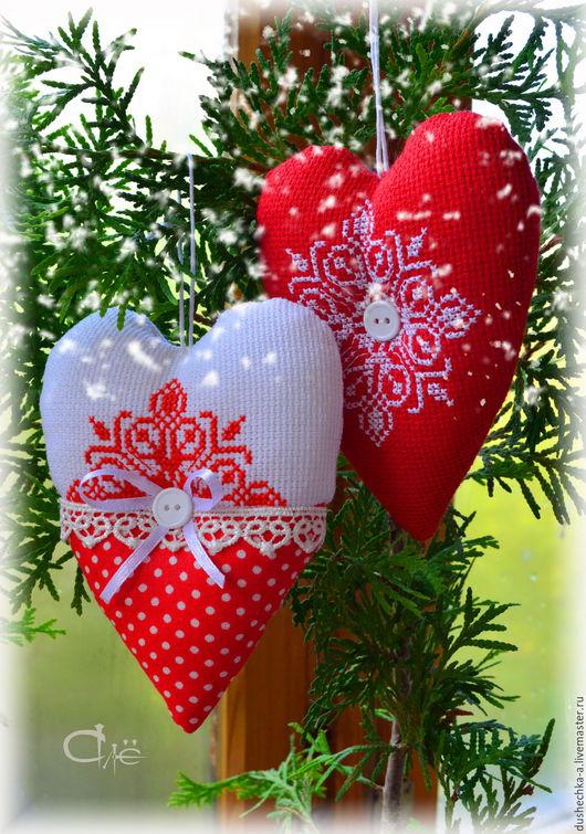 """Новый год 2017 ручной работы. Ярмарка Мастеров - ручная работа. Купить Сердце текстильное """"Новый Год"""" с ручной вышивкой. Handmade."""