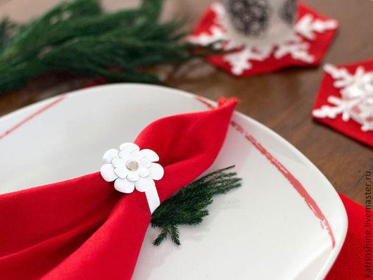 Комплекты аксессуаров ручной работы. Ярмарка Мастеров - ручная работа. Купить Кольца для салфеток с цветами из красной кожи 6 штук. Handmade.