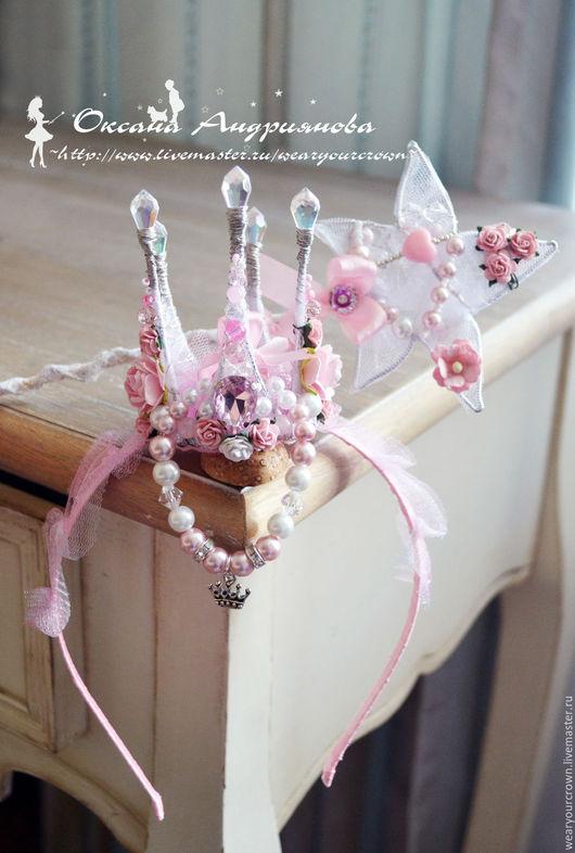 Подарочный Комплект в нежно-розовом.Корона,волшебная палочка, браслет.