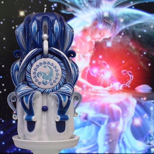 Знак зодиака Скорпион. Резная свеча, выполненная в красно-белых тонах.