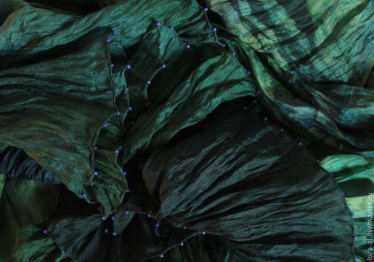 Шали, палантины ручной работы. Ярмарка Мастеров - ручная работа. Купить Шелковый палантин Зачарованный сад. Handmade. Тёмно-зелёный