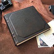 Фотоальбомы ручной работы. Ярмарка Мастеров - ручная работа Большой кожаный фотоальбом с инициалами 30х30 см. Handmade.