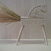 Русский стиль ручной работы. Ярмарка Мастеров - ручная работа Конь  резной, хвост - мочало, детская игрушка.. Handmade.