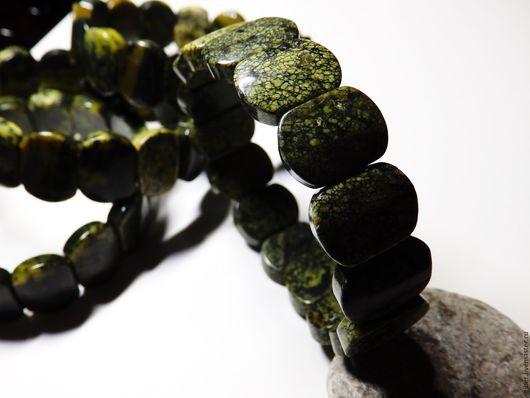 Браслеты ручной работы. Ярмарка Мастеров - ручная работа. Купить Браслет из серпентина Задумчивый зеленый. Handmade. Тёмно-зелёный