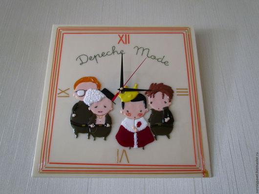 """Часы для дома ручной работы. Ярмарка Мастеров - ручная работа. Купить Настенные часы из стекла """"Любимая группа"""". Handmade."""