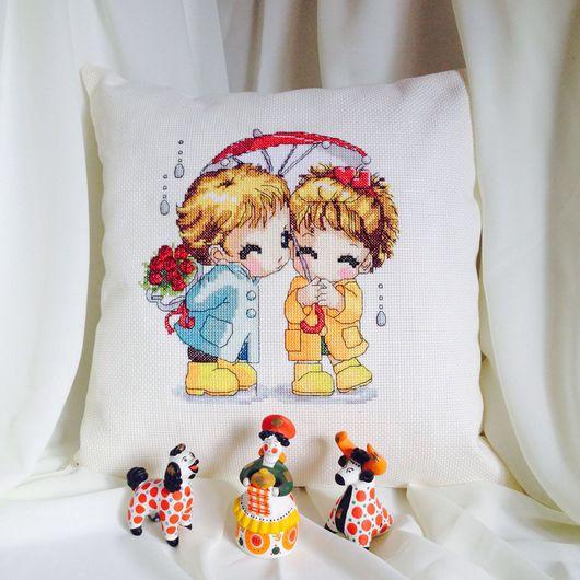 """Текстиль, ковры ручной работы. Ярмарка Мастеров - ручная работа. Купить Подушка вышитая """"Мальчик с девочкой под красным зонтом"""". Handmade."""