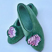 Обувь ручной работы handmade. Livemaster - original item Green felted Slippers with flower. Handmade.