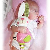 Куклы и игрушки ручной работы. Ярмарка Мастеров - ручная работа Кролик-гремелка. Игрушка для малышки. Handmade.