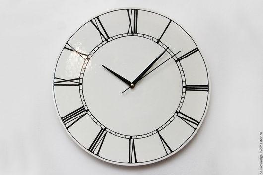 циферблат расписан вручную. дизайн росписи можно менять в соответствии с индивидуальными пожеланиями будущего обладателя часов.