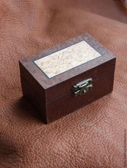 Шкатулки ручной работы. Ярмарка Мастеров - ручная работа. Купить Шкатулка со вставкой из карельской берёзы. Handmade. Бордовый, дерево
