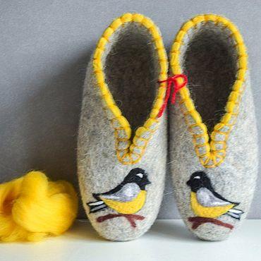 Обувь ручной работы. Ярмарка Мастеров - ручная работа Тапочки закрытые: Серые с желтой птичкой. Handmade.