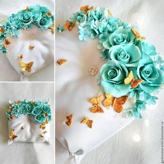 Волшебная подушечка для колец с цветами ручной работы из полимерной глины, так же в ручную выполнены и бабочки! Подушечка для колец с бабочками авторская работа цветочного кутюрье Анны Горбуновой