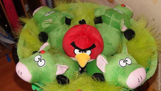 """Персональные подарки ручной работы. Ярмарка Мастеров - ручная работа. Купить """"Может там у них гнездо?!""""  Букет из игрушек. Handmade. Салатовый"""