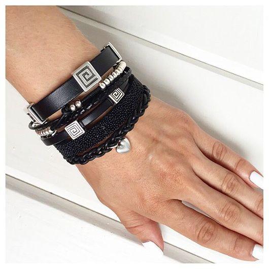 Браслеты ручной работы. Ярмарка Мастеров - ручная работа. Купить Широкий кожаный браслет из разных видов кожи, черный. Handmade.