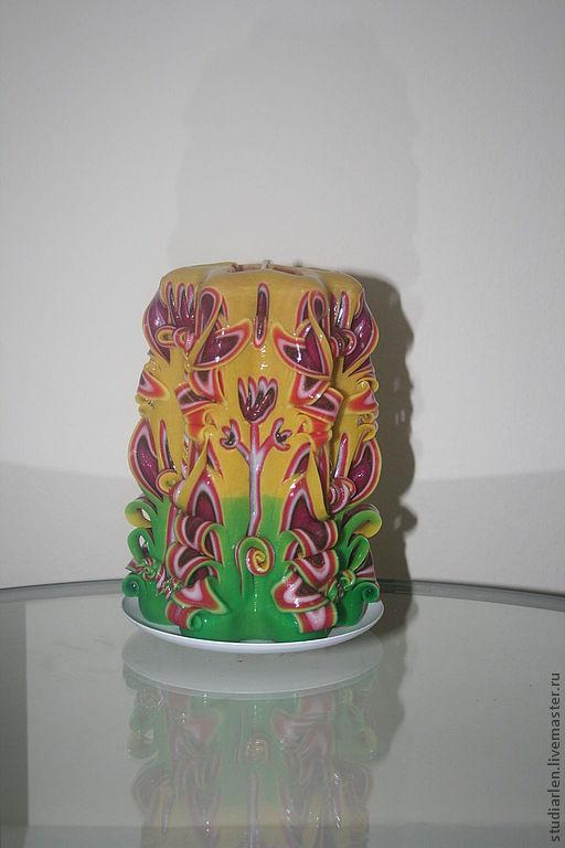 Свеча резная ручной работы 18 см. Очень красивая, стильная, жизнеутверждающая, пышная. Прекрасный подарок. Лицевая сторона свечи.