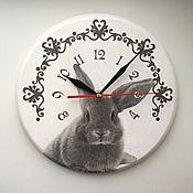 """Для дома и интерьера ручной работы. Ярмарка Мастеров - ручная работа Часы настенные """"Любопытный кролик"""". Handmade."""