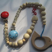 Подарок новорожденному ручной работы. Ярмарка Мастеров - ручная работа Детские брелоки из дерева. Handmade.