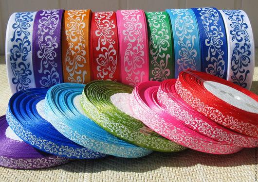 Репсовая лента с рисунком в русском стиле подойдёт для отделки одежды и текстильных изделий в русском стиле или стиле кантри.Можно подобрать репсовую ленту в одном цвете, но разной ширины.