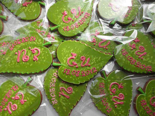 Кулинарные сувениры ручной работы. Ярмарка Мастеров - ручная работа. Купить Пряники - листочки-сердечки - подарки для гостей в стиле свадьбы. Handmade.