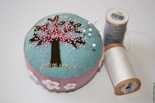 Персональные подарки ручной работы. Ярмарка Мастеров - ручная работа. Купить подарочная игольница розовый сад. Handmade. Оранжевый, подарок