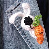"""Украшения ручной работы. Ярмарка Мастеров - ручная работа Вязаная брошь """"Морковный Зай"""". Handmade."""