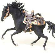 """Куклы и игрушки ручной работы. Ярмарка Мастеров - ручная работа фигурка """"ковбойский вороной конь"""" (статуэтка серой ковбойской лошади). Handmade."""