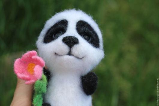 """Игрушки животные, ручной работы. Ярмарка Мастеров - ручная работа. Купить Авторская войлочная игрушка медведь панда """"Луна"""". Handmade."""