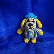Куклы и игрушки ручной работы. Ярмарка Мастеров - ручная работа Пёсик в вязанной шапочке. Handmade.