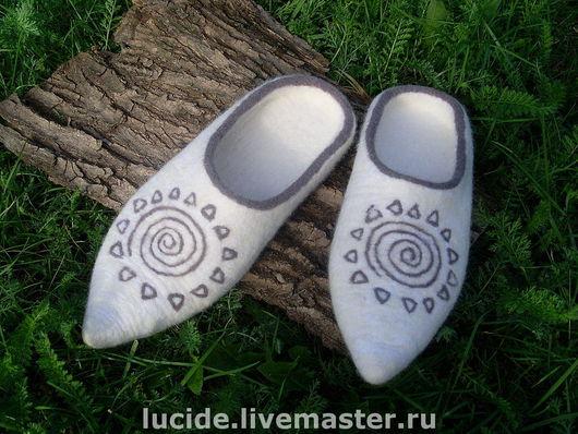 """Обувь ручной работы. Ярмарка Мастеров - ручная работа. Купить Тапочки """"Стремление к совершенству """". Handmade. Домашние тапочки"""