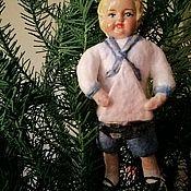 Мини фигурки и статуэтки ручной работы. Ярмарка Мастеров - ручная работа Ватная игрушка Мальчик с корабликом. Handmade.