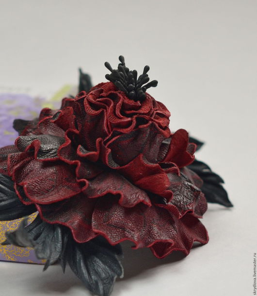 """Броши ручной работы. Ярмарка Мастеров - ручная работа. Купить Цветы из кожи брошь """"Рапсодия"""". Handmade. Бордовый, натуральная кожа"""