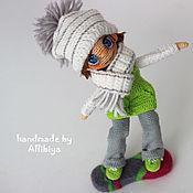 Куклы и игрушки ручной работы. Ярмарка Мастеров - ручная работа Вязаная кукла Витя сноубордист. Handmade.