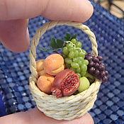 Куклы и игрушки ручной работы. Ярмарка Мастеров - ручная работа миниатюра 1:12 корзина с фруктами. Handmade.
