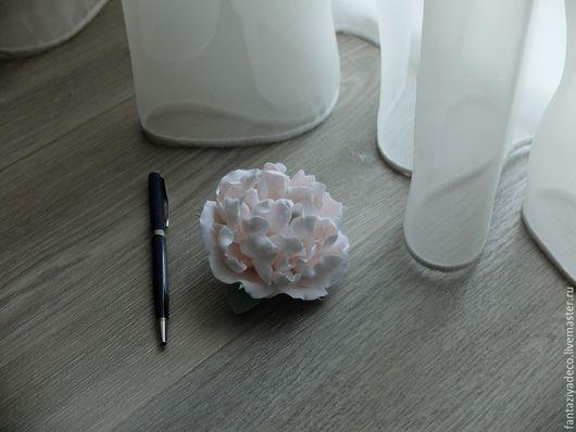 Свадебные украшения ручной работы. Ярмарка Мастеров - ручная работа. Купить Заколка с пионом из полимерной глины. Handmade. Бледно-розовый