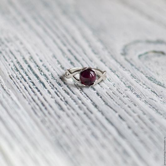 Кольца ручной работы. Ярмарка Мастеров - ручная работа. Купить Серебряное кольцо c гранатом. Handmade. Бордовый, кольцо с гранатом