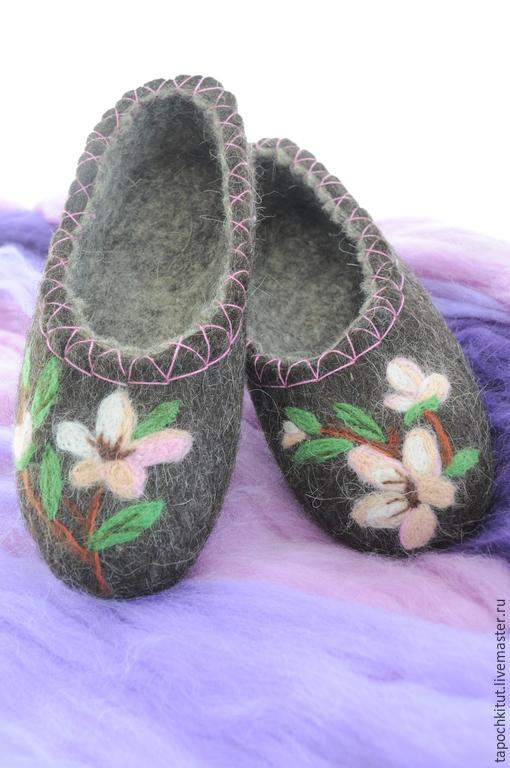 """Обувь ручной работы. Ярмарка Мастеров - ручная работа. Купить Валяные тапочки """"Цветущий сад"""". Handmade. Темно-серый"""