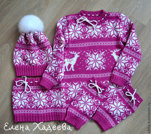 """Одежда для девочек, ручной работы. Ярмарка Мастеров - ручная работа. Купить Комплект - """"Олени и снежинки""""  ( шапочка, снуд, гетры и туника). Handmade."""