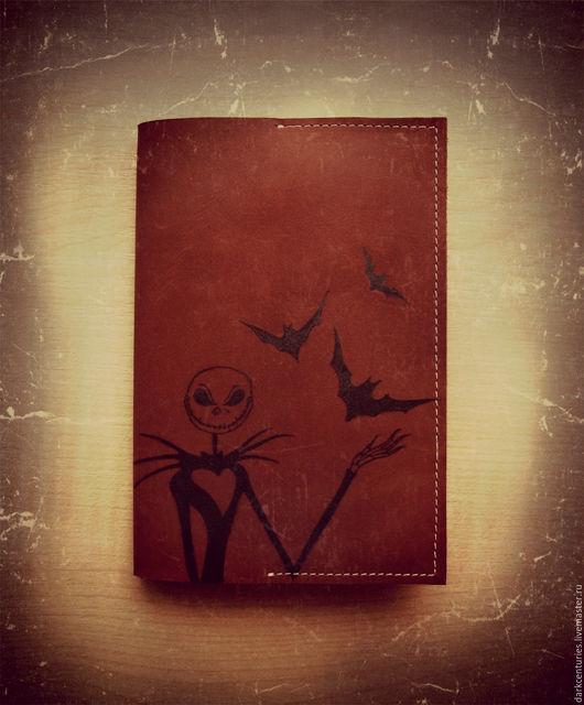Подарки на Хэллоуин ручной работы. Ярмарка Мастеров - ручная работа. Купить Обложка для паспорта из нубука рыжая Повелитель тыкв. Handmade.