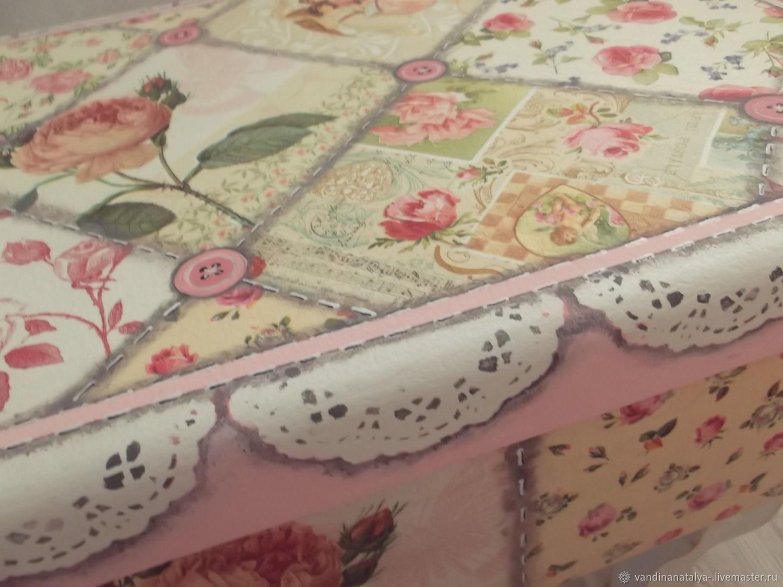 Чемоданы в розовом саду
