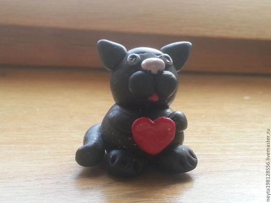 Игрушки животные, ручной работы. Ярмарка Мастеров - ручная работа. Купить Котик с сердцем. Handmade. Черный, полимерная глина, сердечко