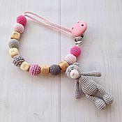 Работы для детей, ручной работы. Ярмарка Мастеров - ручная работа Держатель для соски-пустышки на хлопковом шнуре, с игрушкой - мишкой. Handmade.