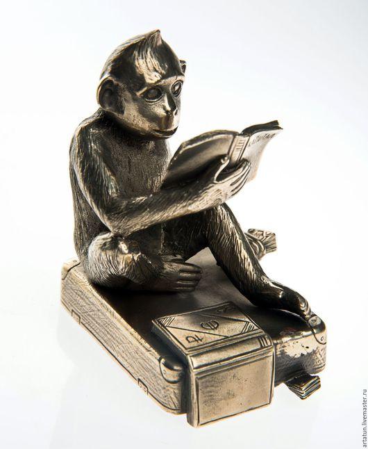 """Подсвечники ручной работы. Ярмарка Мастеров - ручная работа. Купить Подсвечник """"обезьянка, читающая """"Капитал"""", латунь, авторское литье,  7. Handmade."""