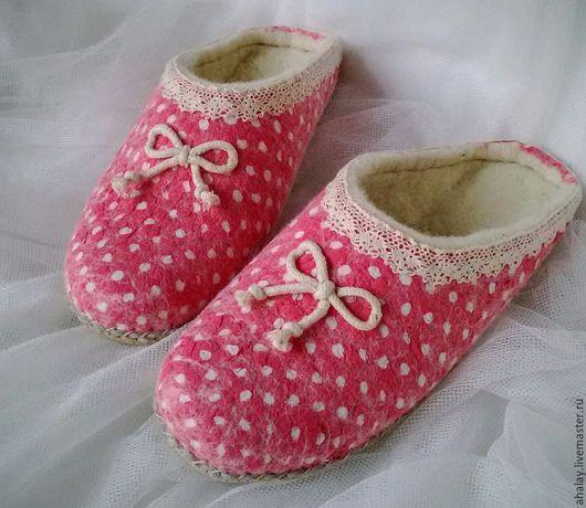 """Обувь ручной работы. Ярмарка Мастеров - ручная работа. Купить Тапочки валяные женские розовые """"Милый горошек"""". Handmade. Розовый"""