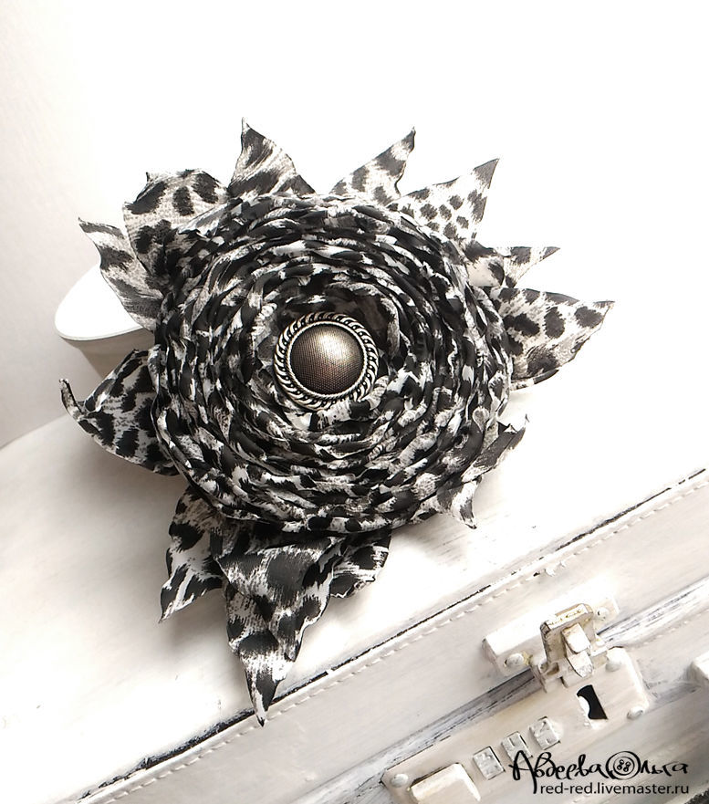 Brooch hair clip with fabric flower black and white rose shop flower brooch of black and white fabric flower diameter without leaves mightylinksfo