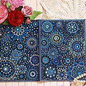 Обложки ручной работы. Ярмарка Мастеров - ручная работа Синяя обложка на блокнот А5 из натуральной кожи, точечная роспись. Handmade.