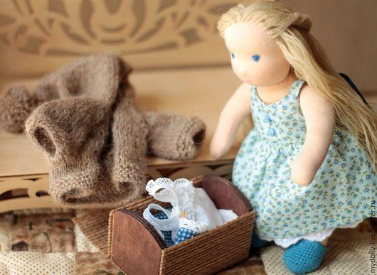 Вальдорфская игрушка ручной работы. Ярмарка Мастеров - ручная работа. Купить Вальдорфская кукла Синеглазка с гардеробом (23 см). Handmade.