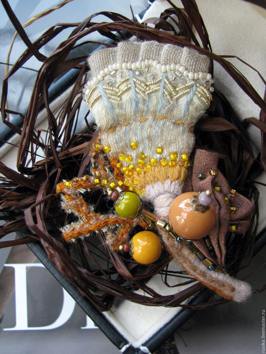 """Броши ручной работы. Ярмарка Мастеров - ручная работа. Купить брошь текстильная """"мармеладная осень""""  в золотистых и горчичных тонах. Handmade."""