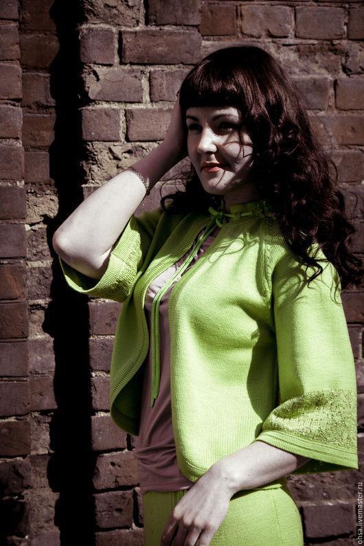 Костюмы ручной работы. Ярмарка Мастеров - ручная работа. Купить Вязаный костюм с ажурным орнаментом. Handmade. Салатовый, зеленый