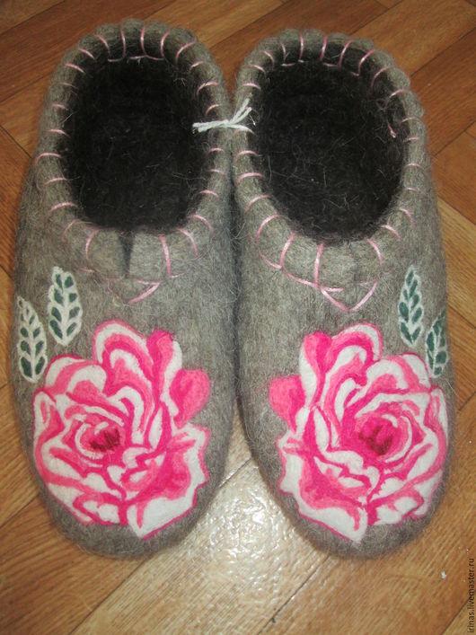 Обувь ручной работы. Ярмарка Мастеров - ручная работа. Купить Женские тапочки с цветами. Handmade. Серый, цветы, подарок девушке